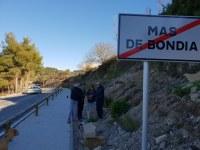 L'associació BTT de Tàrrega planten una vintena d'alzines al nucli de Mas de Bondia